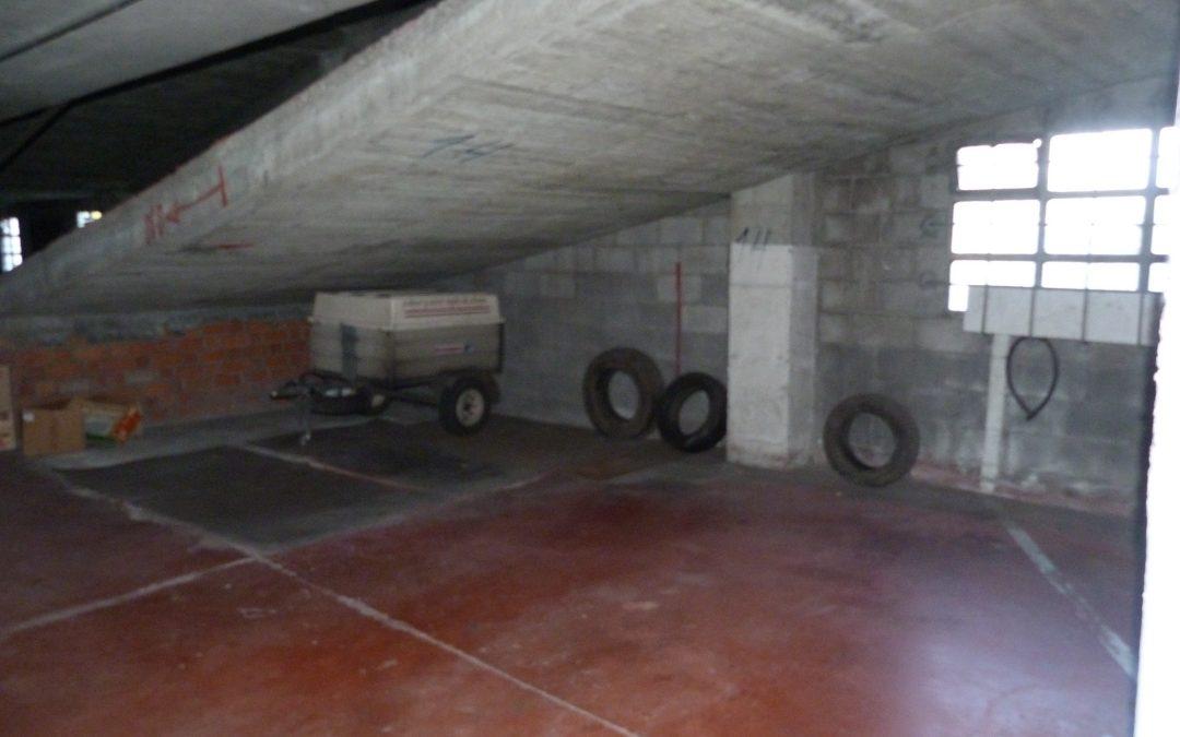 Alquiler amplia plaza de garaje en centro Betanzos