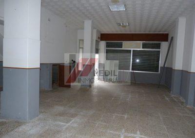 Alquiler local acondicionado en Betanzos
