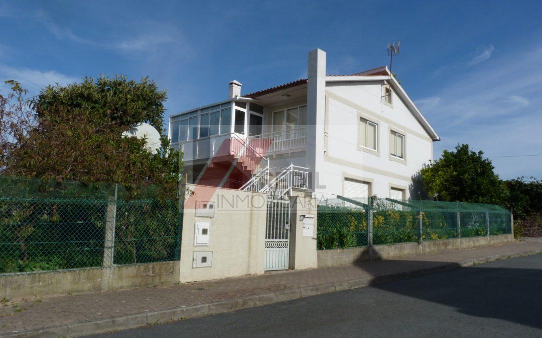 Venta casa con terreno cerrado en Oleiros